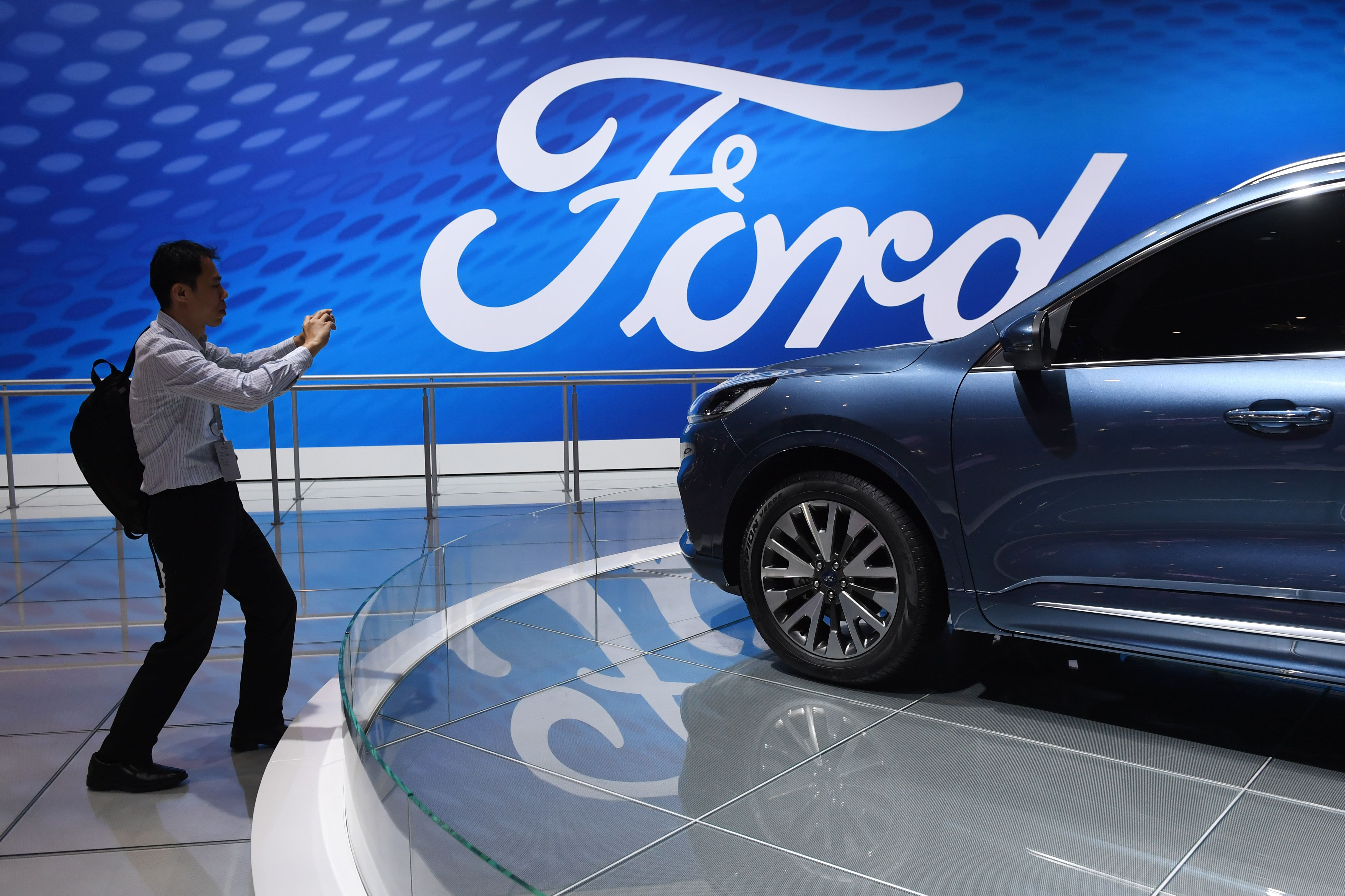 Ford, Honeywell can withstand Uber's onslaught on auto sector