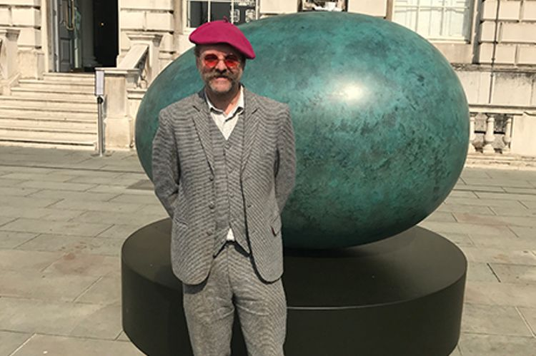 Gavin Turk takes his eggs giant and bronze at Somerset House ovular unveiling
