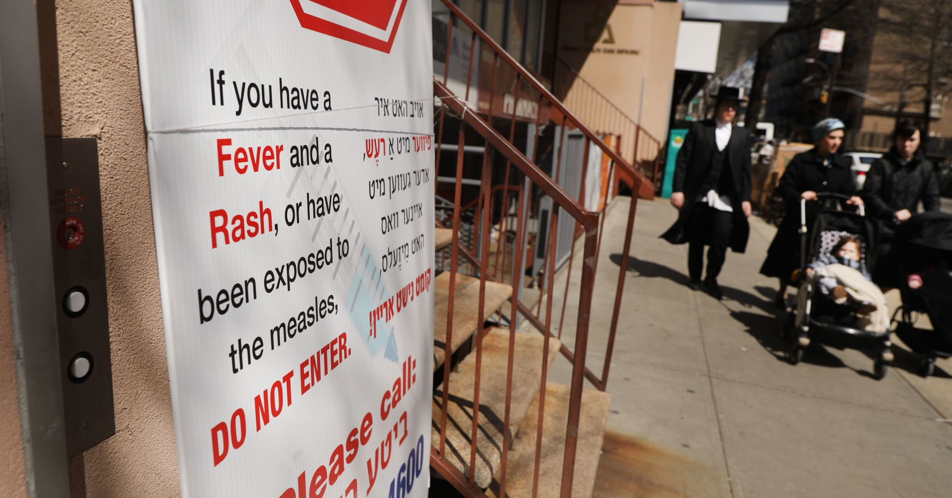 A sign warns people of measles in the ultra-Orthodox Jewish community in Williamsburg on April 10, 2019 in New York City.