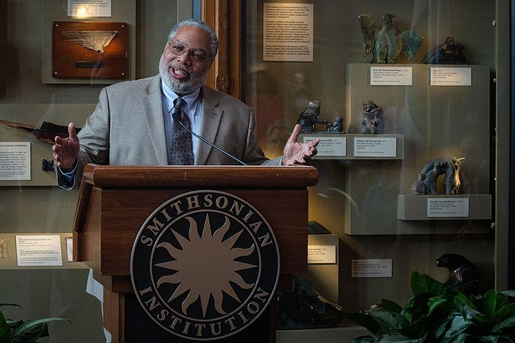 Lonnie Bunch elected new secretary of the Smithsonian Institution