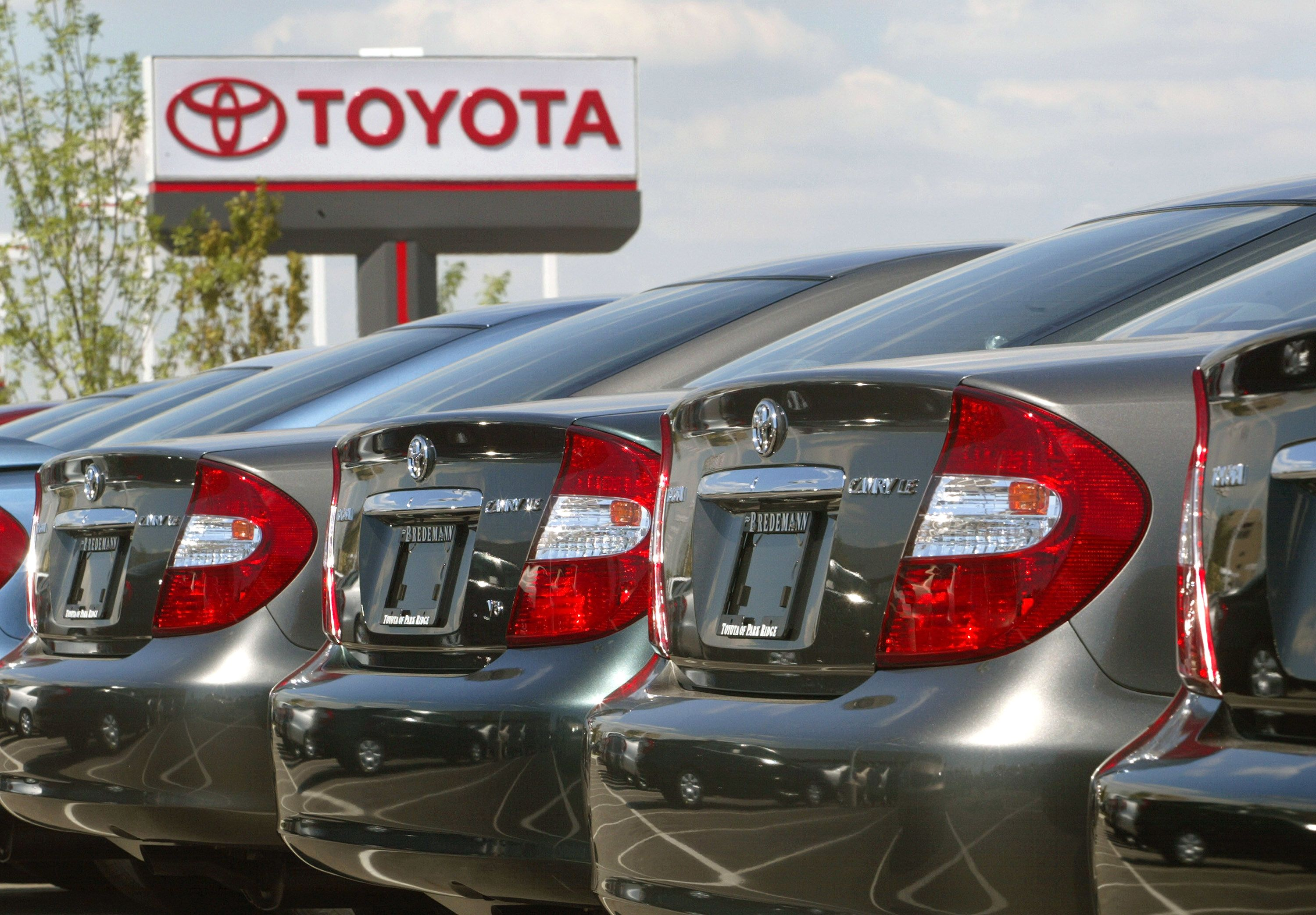 Toyota, Fiat Chrysler US sales fall in April