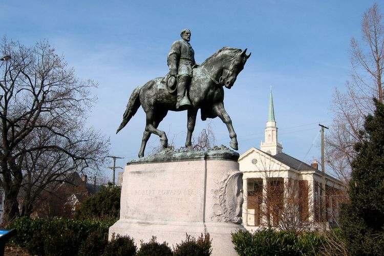 Virginia judge rules that two Confederate statues in Charlottesville are war memorials