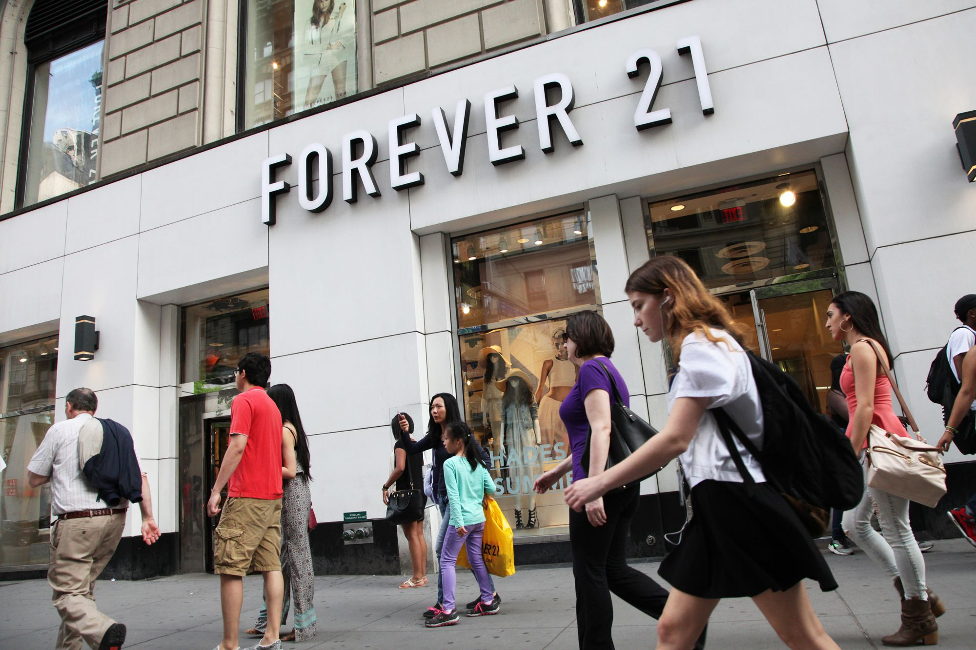 Apparel giant Forever 21 exploring restructuring amid retail woes