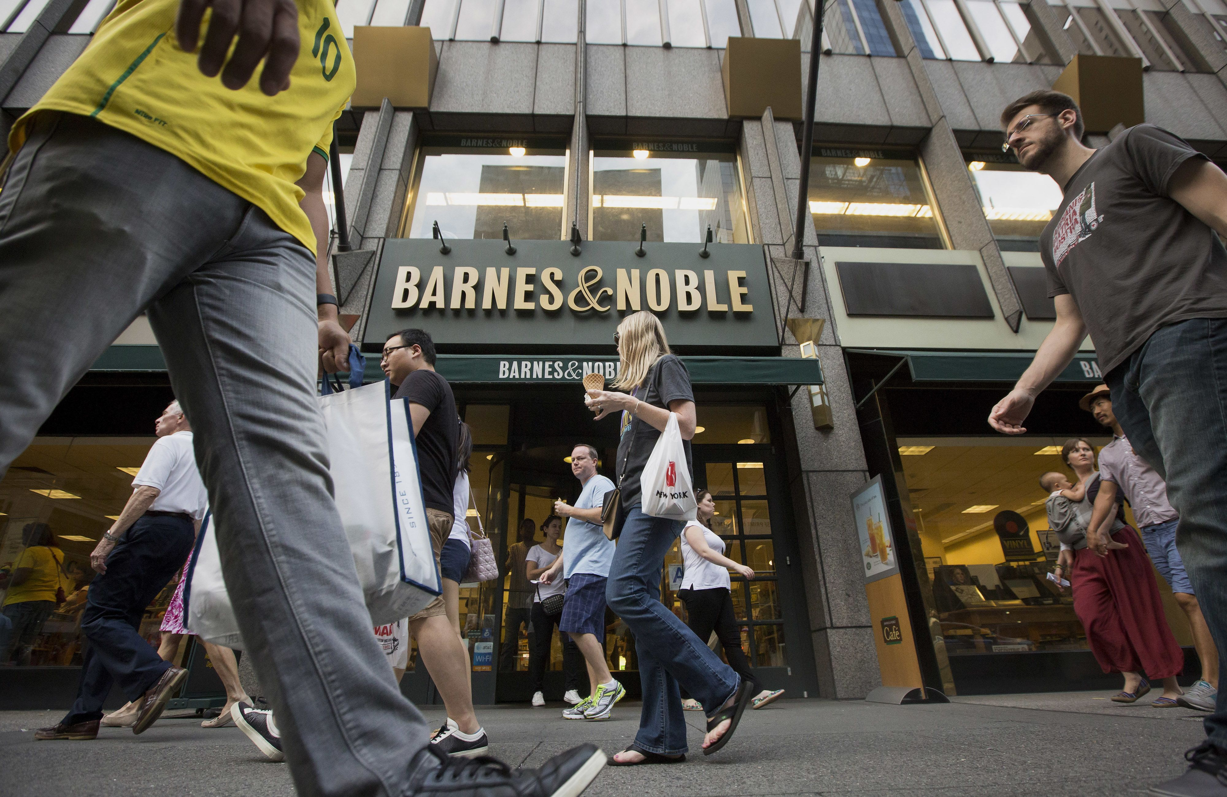 Elliott Management in lead to acquire bookseller Barnes & Noble