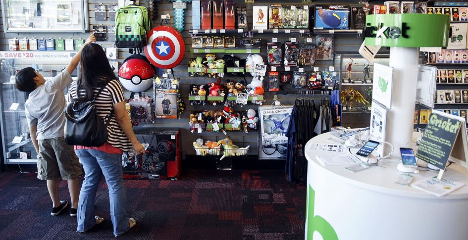 GameStop stock falls as sales fall short and dividend eliminated