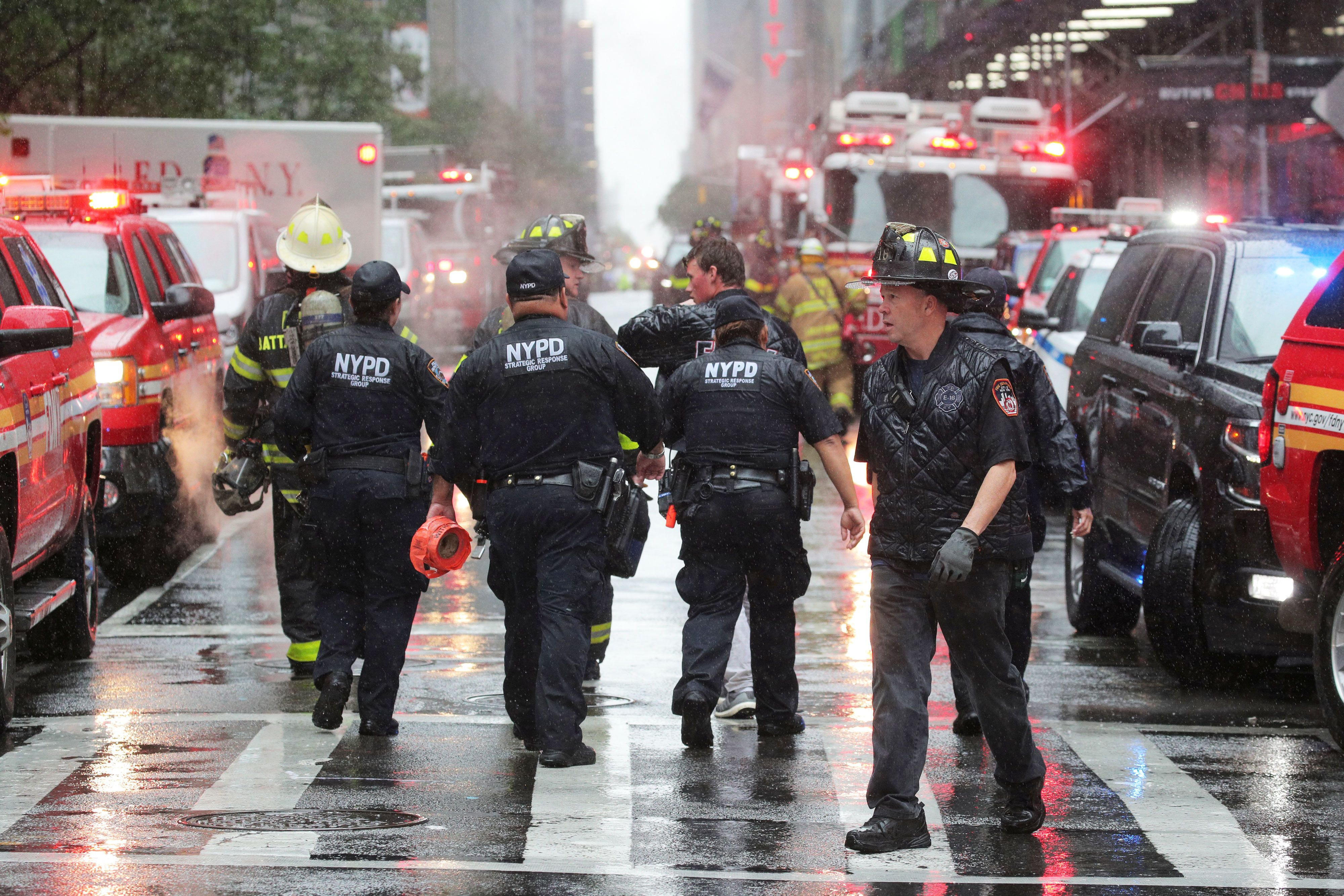 Helicopter crashes into building in midtown Manhattan