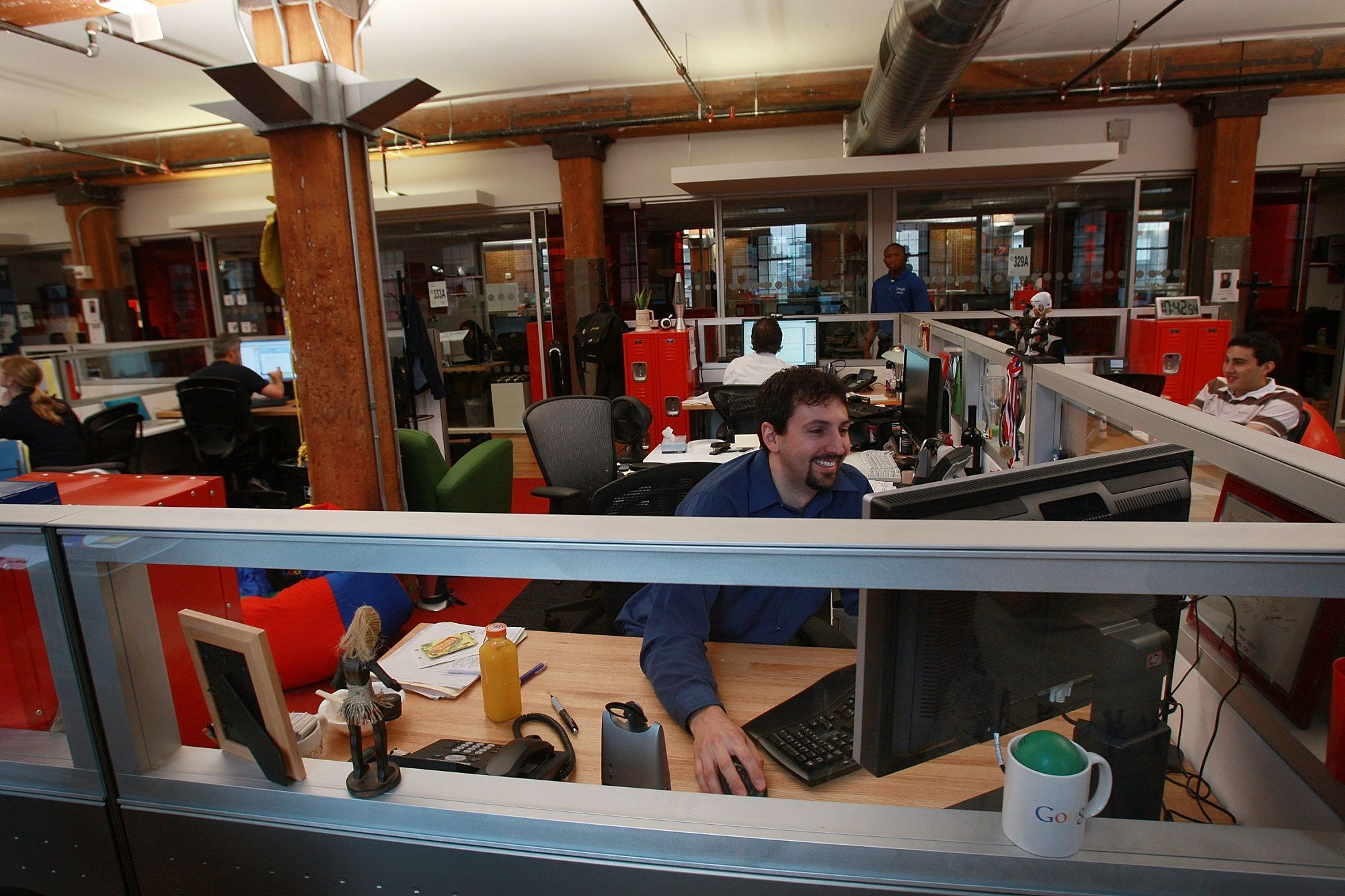How much Google, Facebook, other tech giants pay software engineers