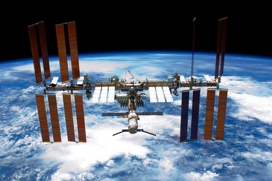 NASA opens ISS to businesses with SpaceX and Boeing private astronauts
