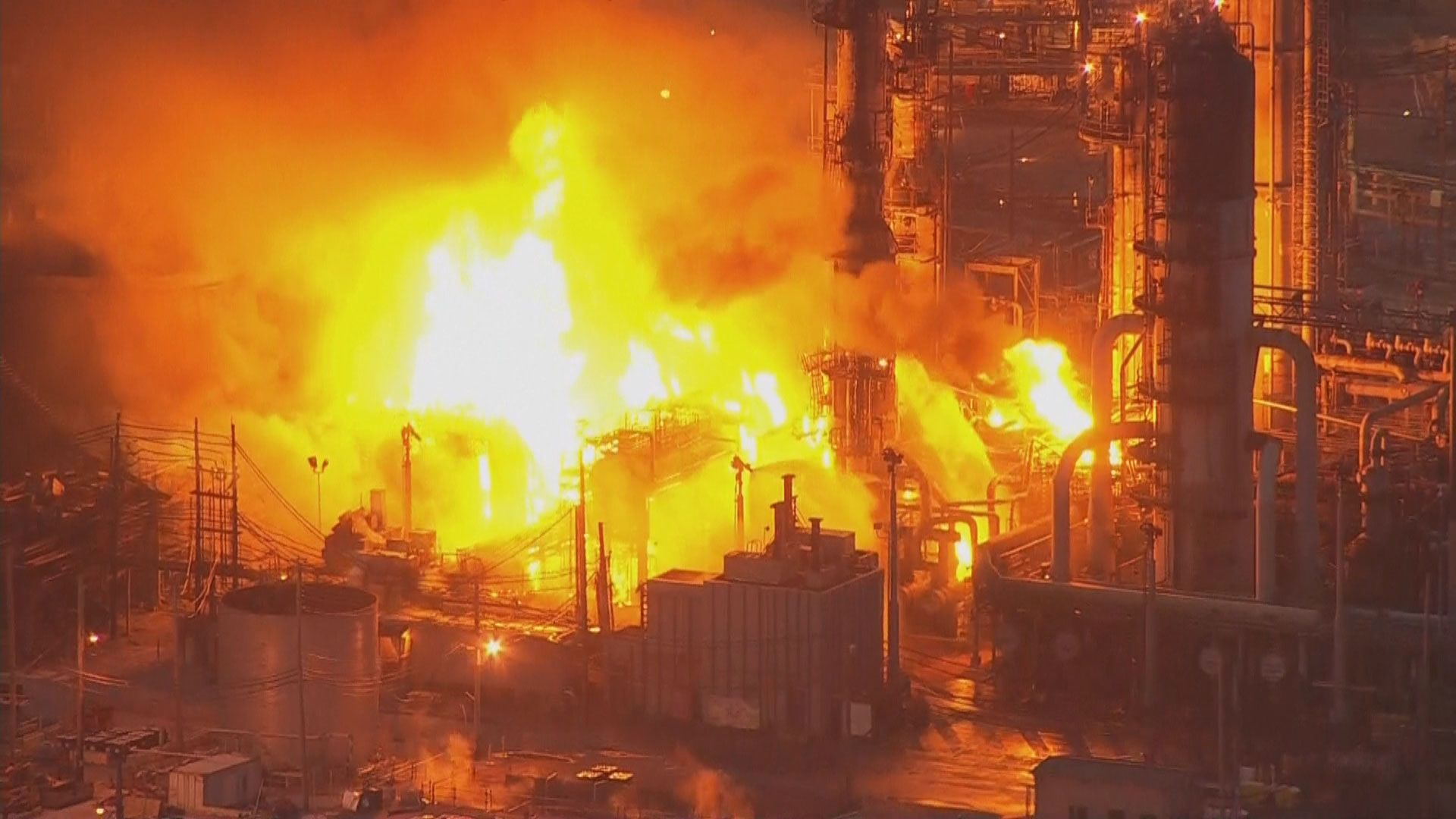 Watch the exact moment of the shocking explosion at a refinery in South Philadelphia