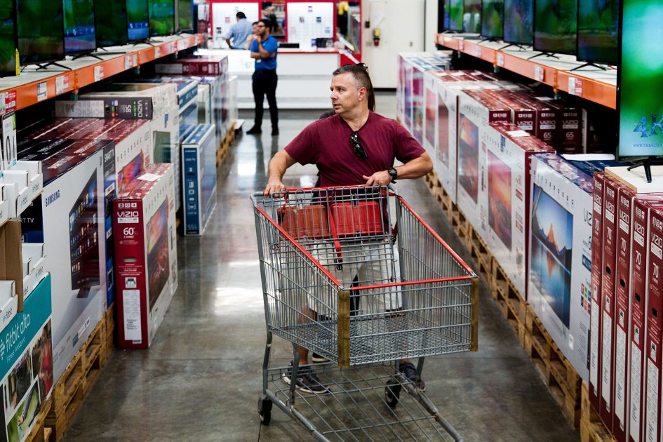 Earnings suggest business and consumer economies are 'out of sync'