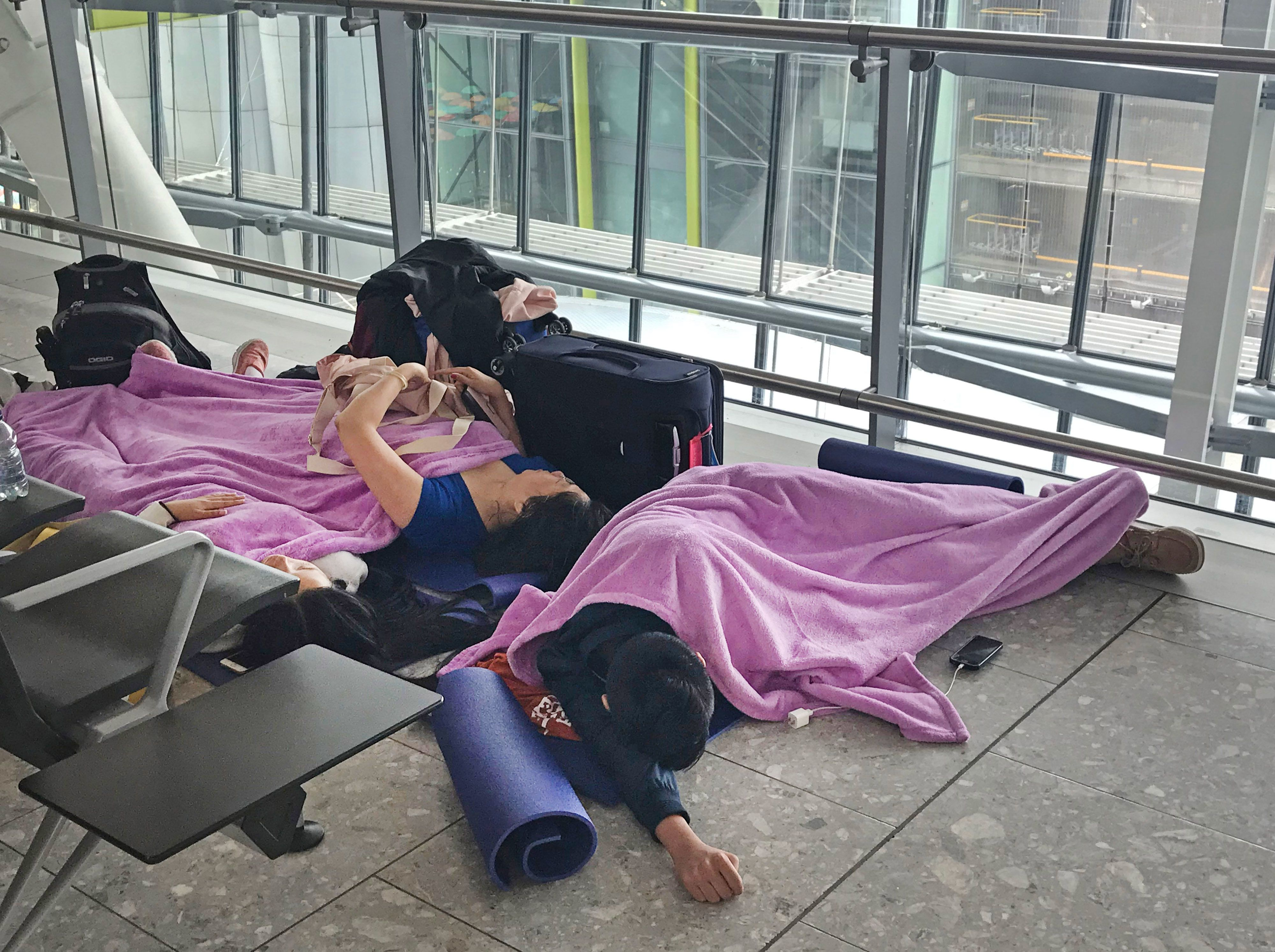 Scorching heatwave causes flight and railway delays in Europe