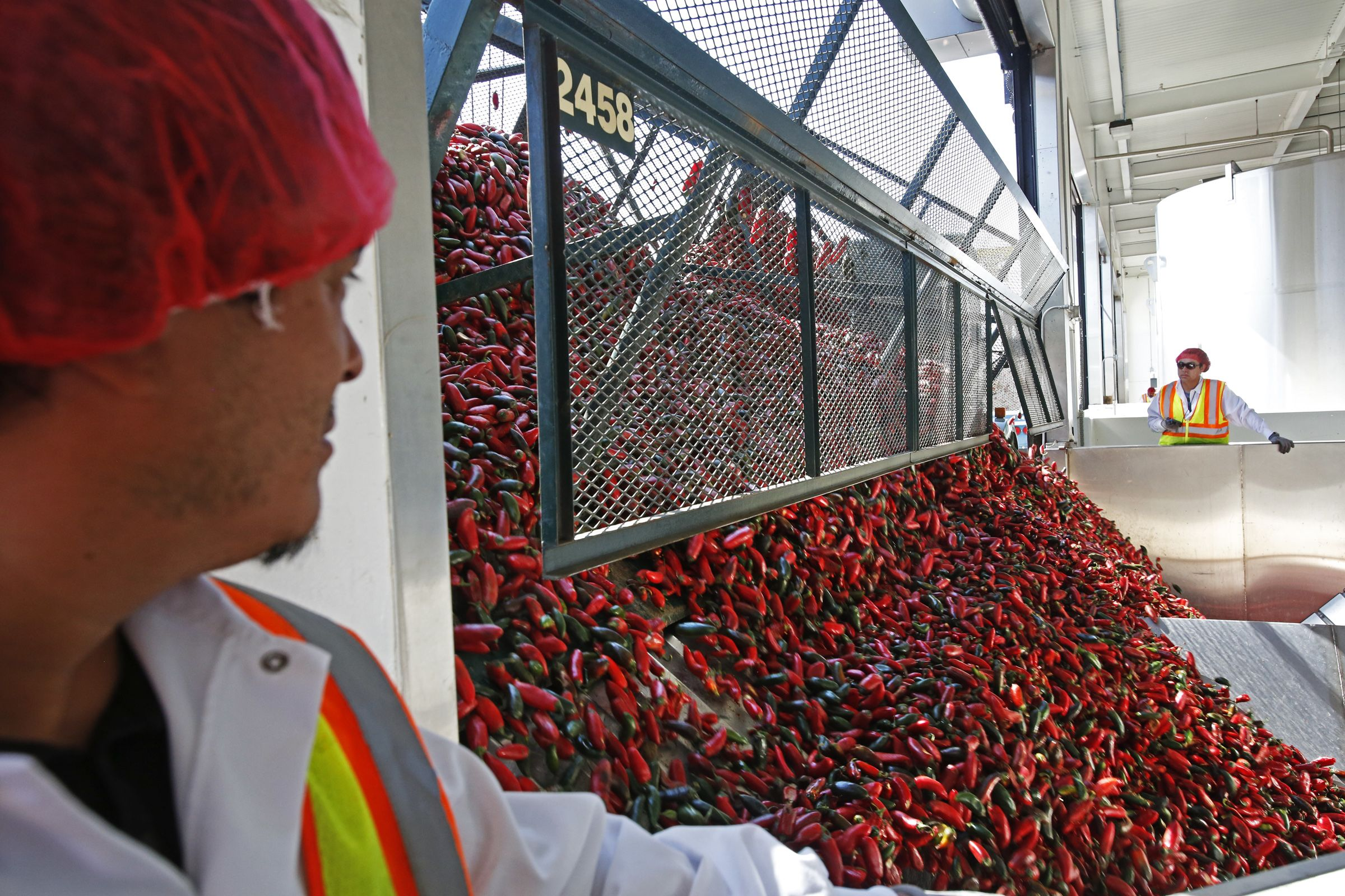 Sriracha maker loses lawsuit to its former jalapeno grower