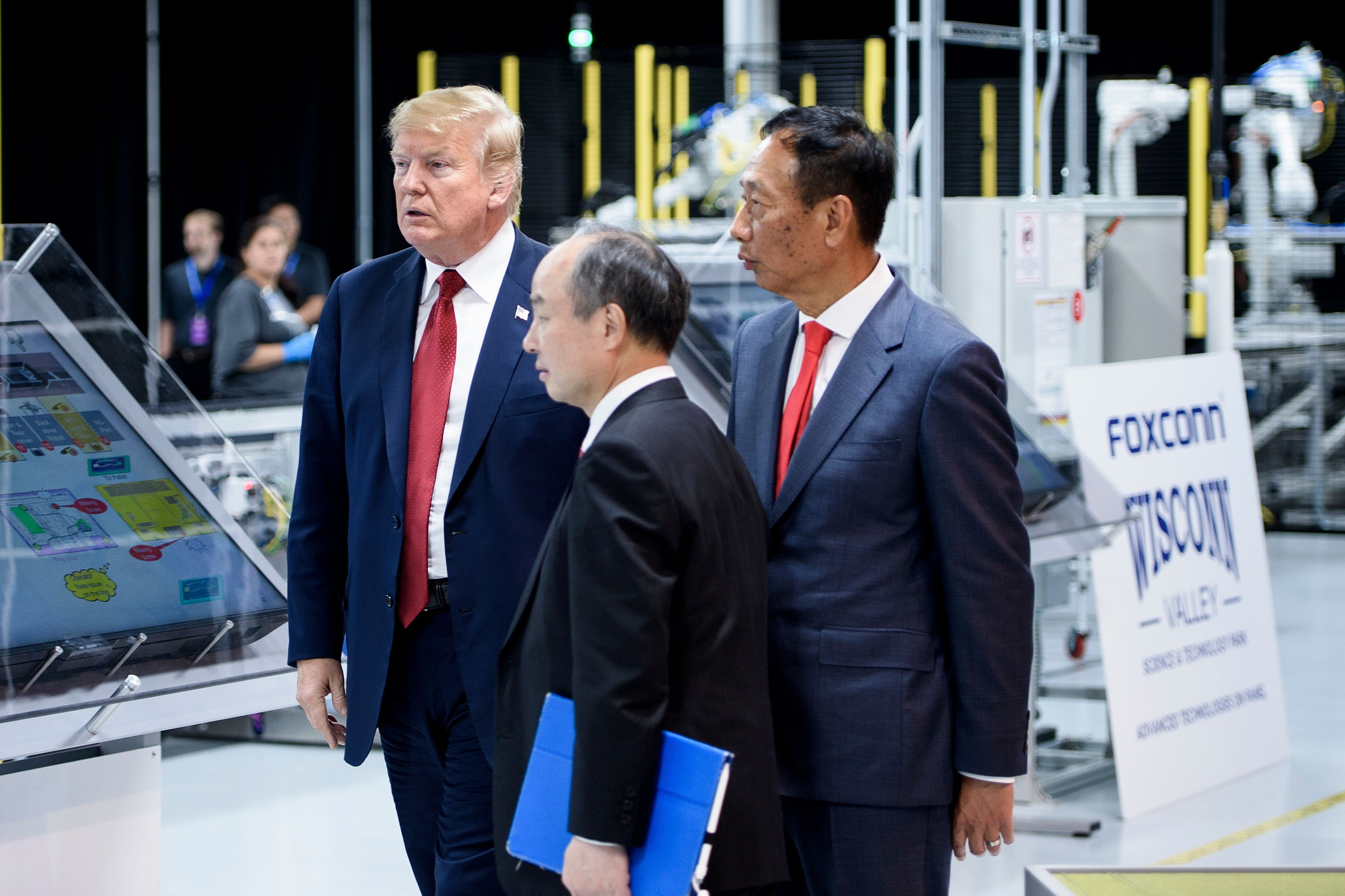 Wisconsin governor says Foxconn is again likely to miss job targets