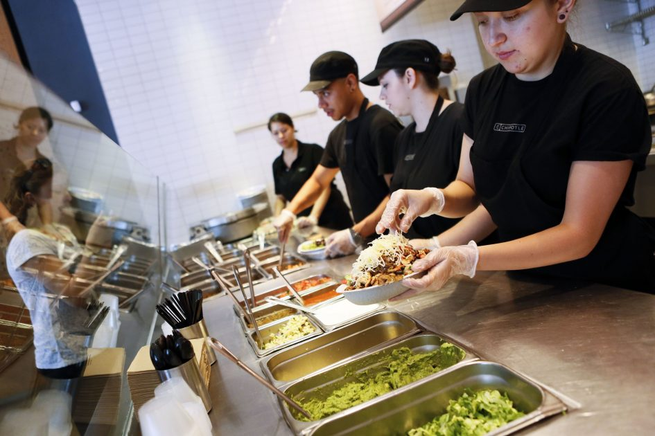 Americans putting more of their budget toward eating out