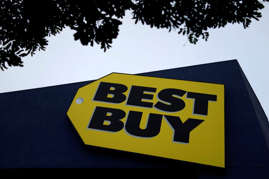Best Buy shares fall after reporting second-quarter revenue and same-store sales misses