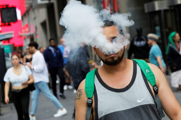 Vaping-related lung illnesses climb to 530 cases, seven deaths as CDC hunts for a cause