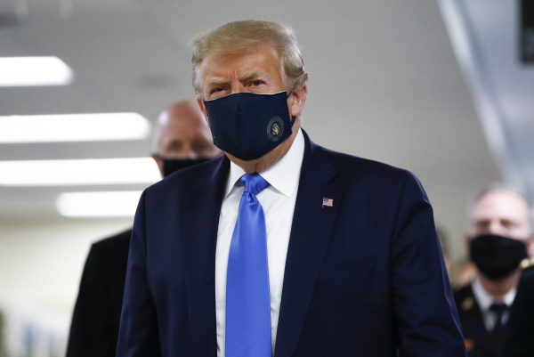 Trump wears coronavirus mask during public visit to Walter Reed military hospital