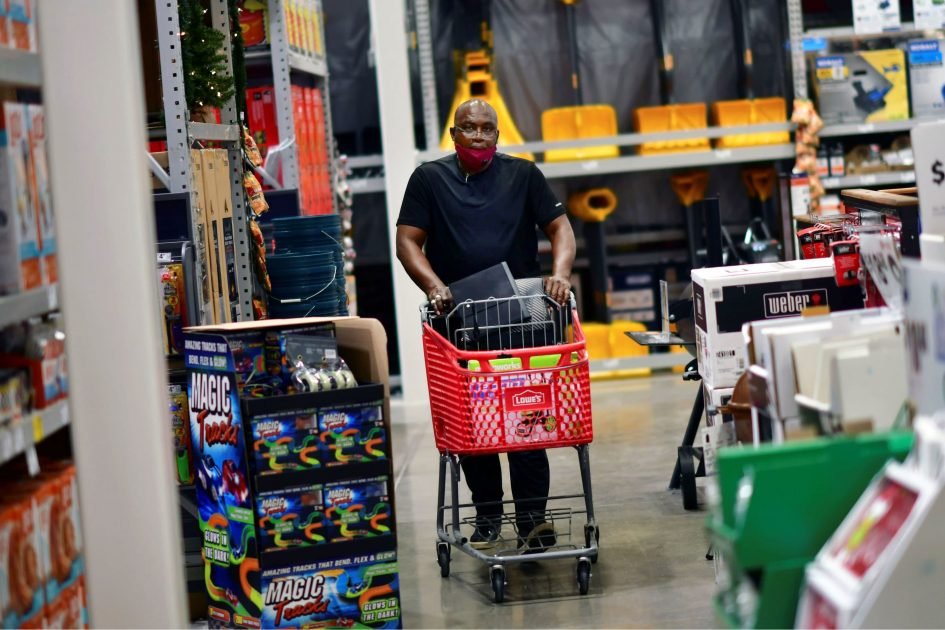 Lowe's shares tumble as earnings fall short despite robust sales gains