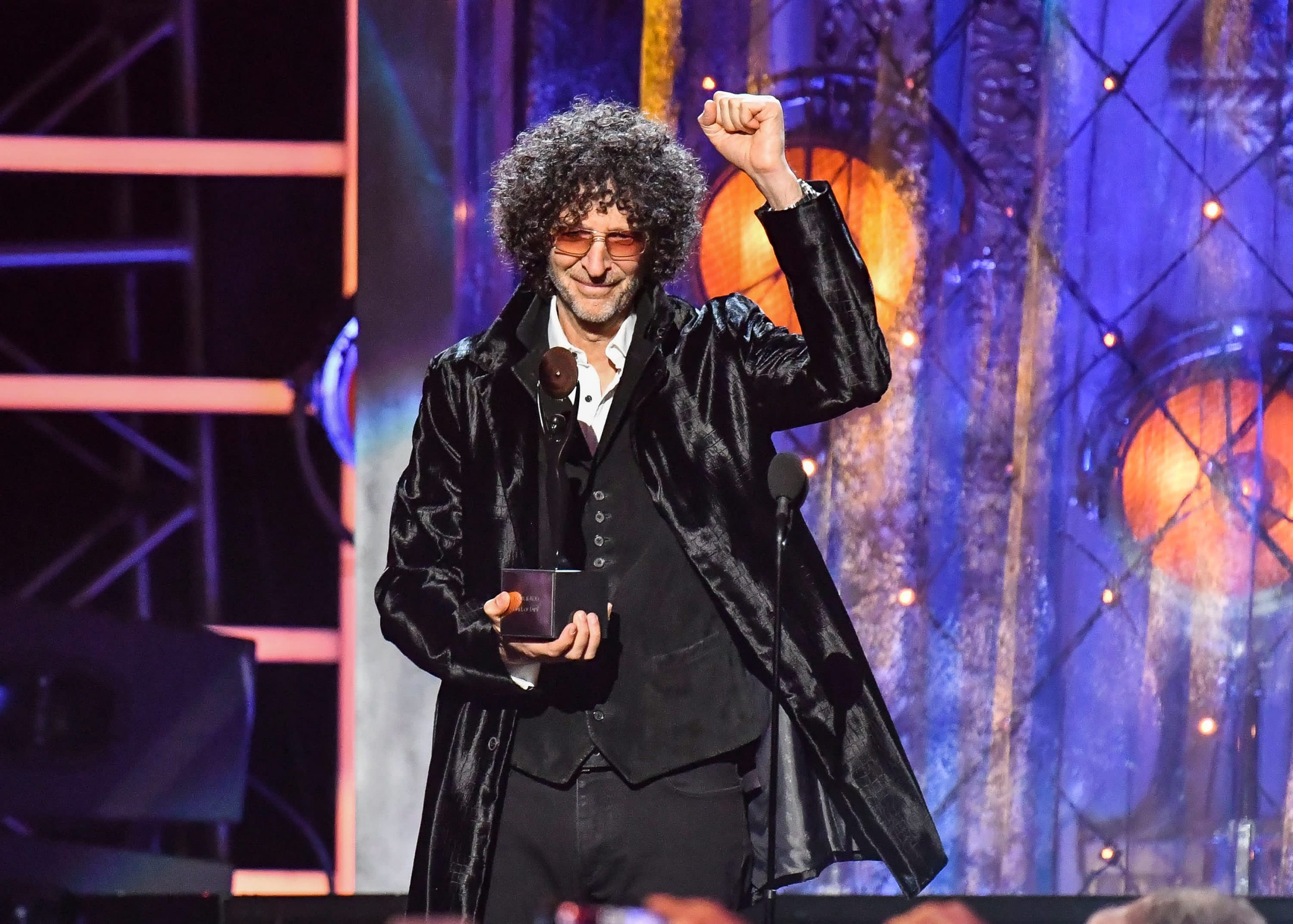 Howard Stern extends long-running SiriusXM Radio deal for five more years