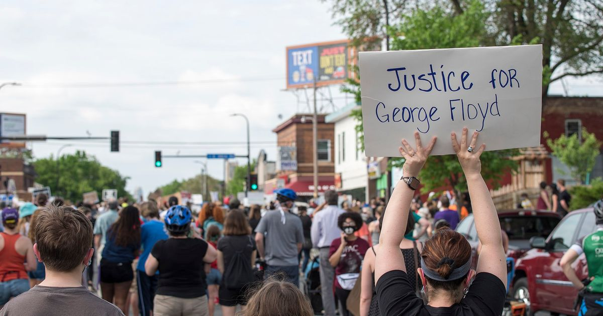 Giant painting of George Floyd murder displayed on Los Angeles billboard after being cancelled in Minneapolis