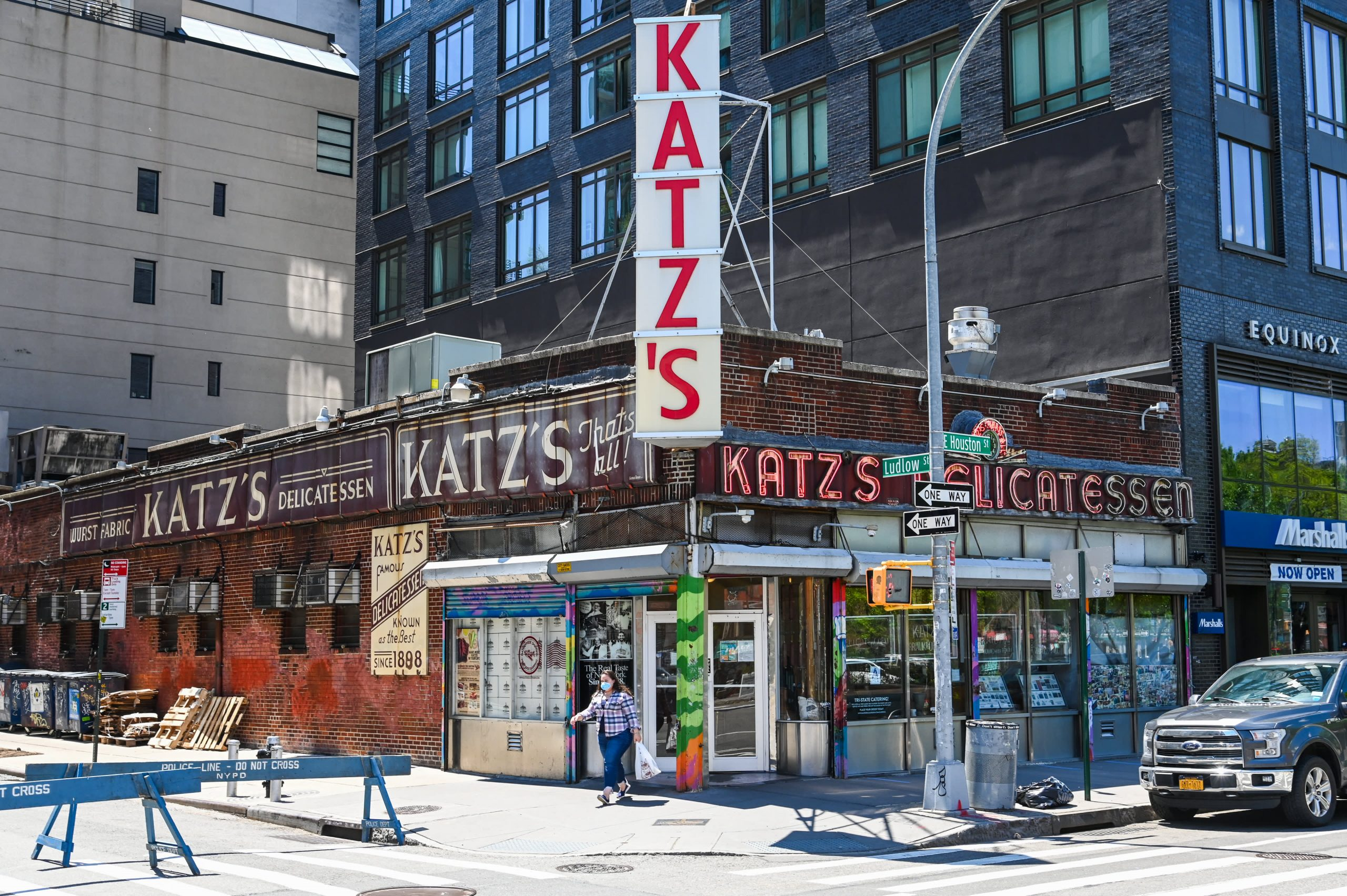 Katz's deli survived the 1918 pandemic. Here's how it's navigating Covid