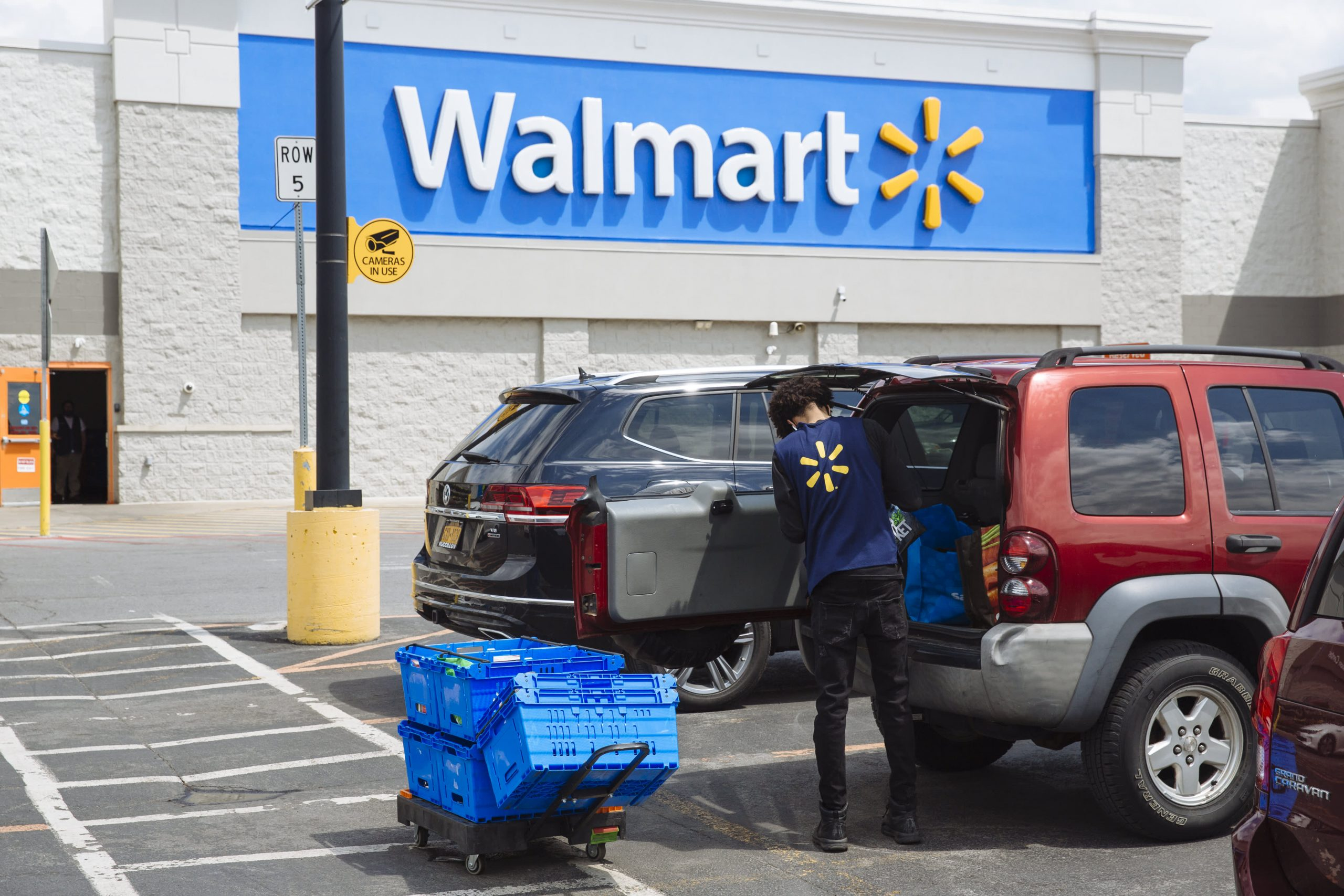 Free samples with your curbside groceries: How brands are wooing Walmart's online shoppers