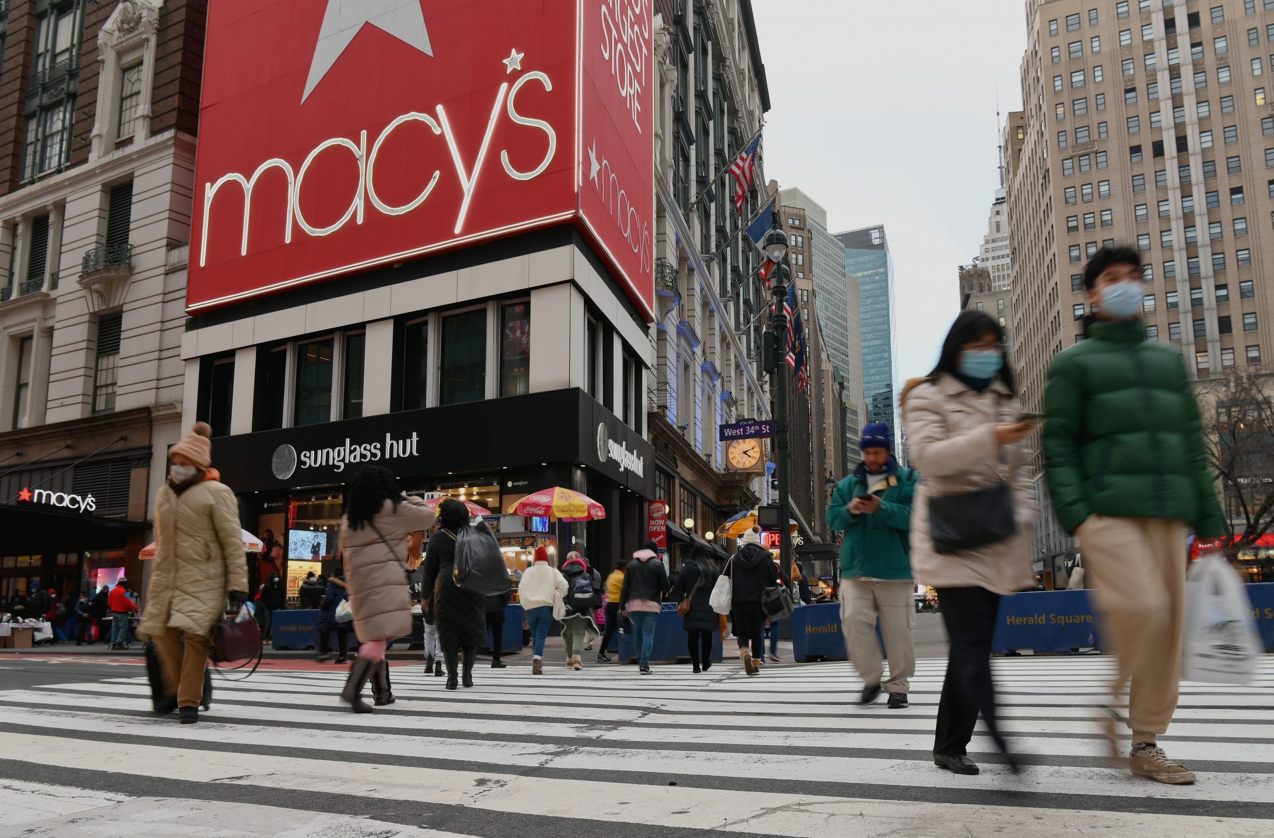 As more retailers turn to tech, Macy's store employees score victory in challenging self-checkout in mobile app