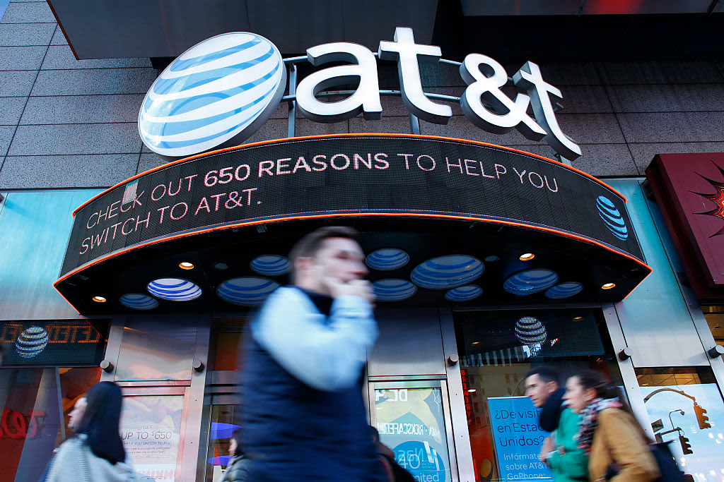 AT&T's WarnerMedia spinoff plan ends 'one of the dumbest mergers in recent history,' Jim Cramer says