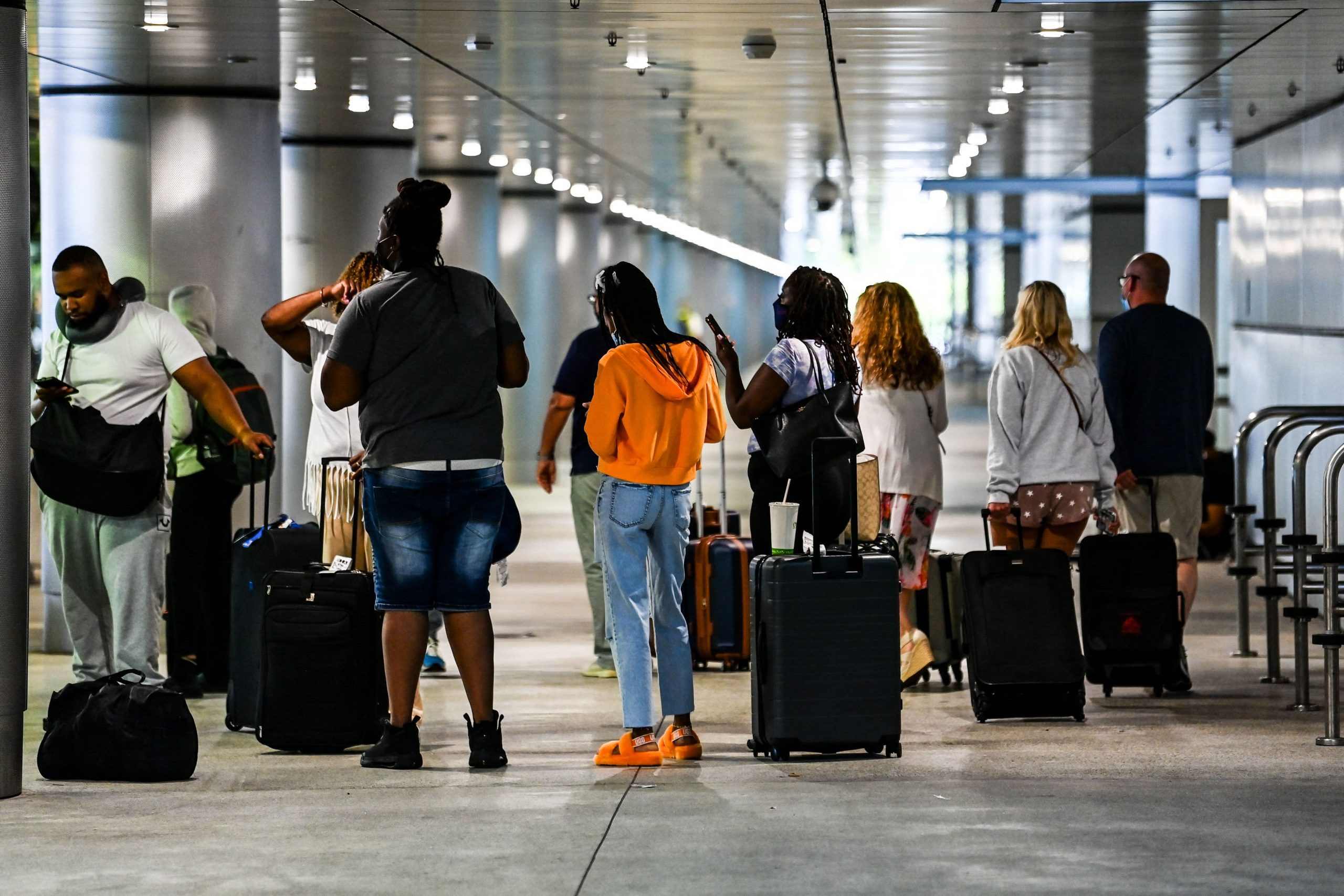 U.S. Covid cases near pandemic low as travel picks up for Memorial Day weekend