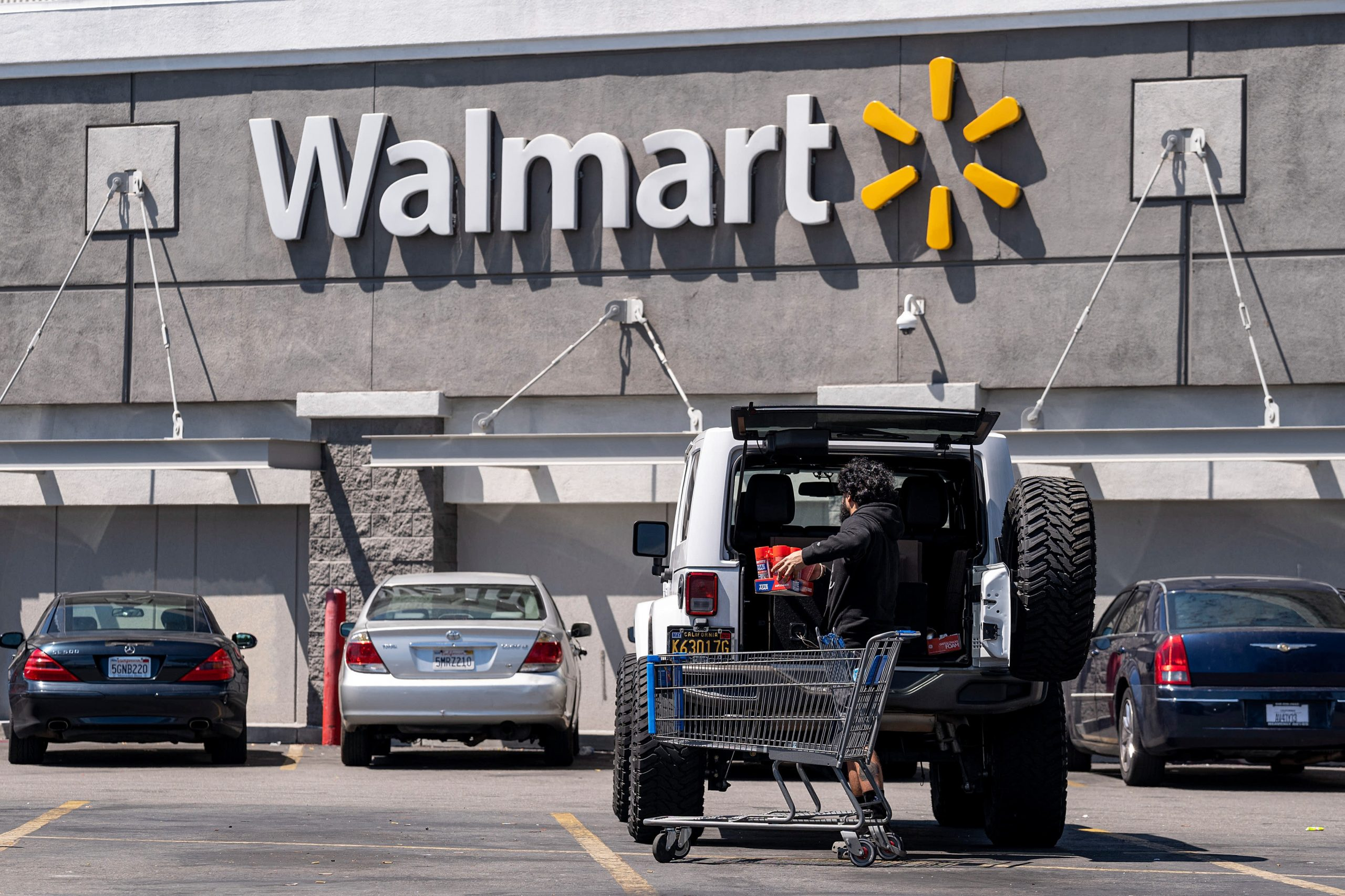 Walmart aims to hire 20,000 supply chain employees as it ramps up for the holiday season